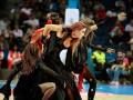 Танцующие ведьмы и нечисть на трибунах: Как отмечают Хеллоуин в спорте (фото)