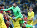 Бущан отказался считать себя героем матча с Испанией