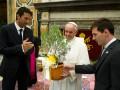 Месси и Буффон принесли подарки Папе Римскому (ФОТО)