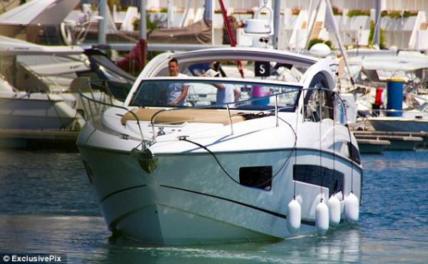 Джон Терри на яхте в Португалии