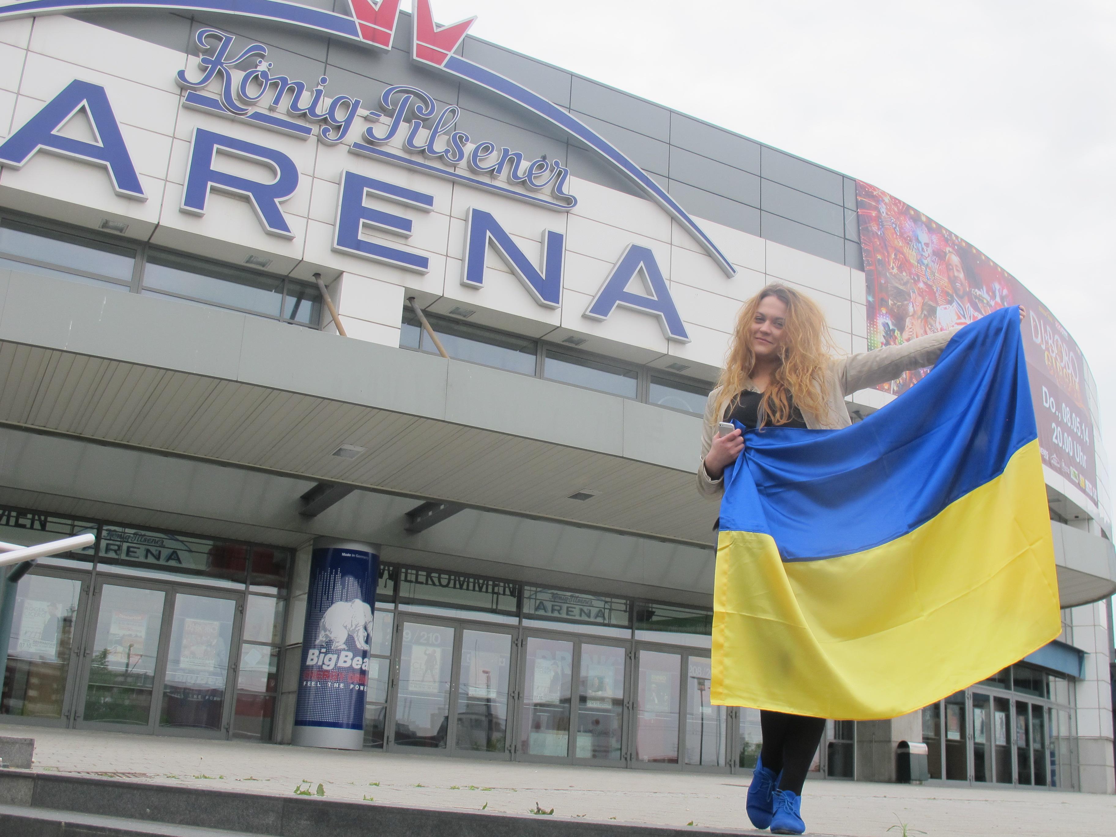 Украинская болельщица Владимира Кличко возле Арены  Кениг-Пилснер