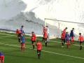 Норвежские команды сыграли в футбол в снежном котловане
