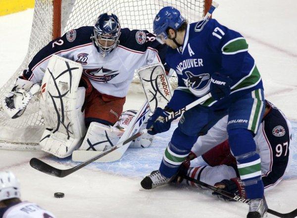 Хет-трик Кесслера принес победу Ванкуверу в матче с Коламбусом / АР