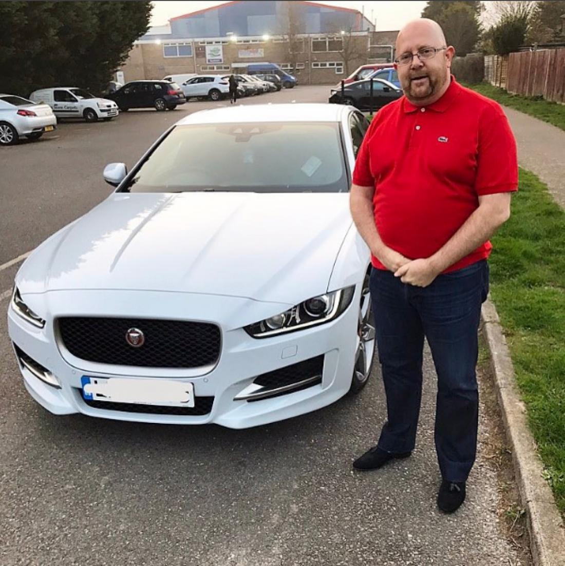 Футболист подарил отцу Jaguar XE