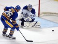 NHL: Баффало громит Торонто