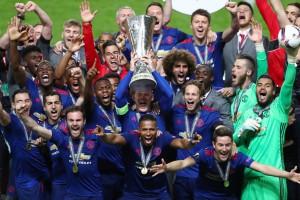 Манчестер Сити скромно поздравил МЮ с победой в Лиге Европы
