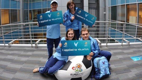 Волонтерами UEFA на Евро-2012 согласились стать жители 142 стран мира!