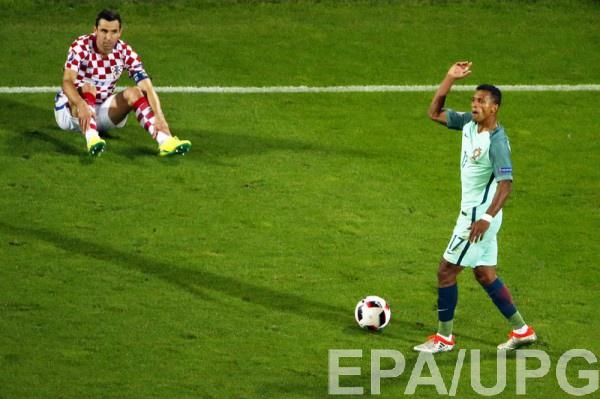 Нани в матче 1/8 Евро-2016 против Хорватии