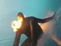 Полное безумие: Серфер поджег себя перед тем, как поймать волну