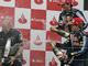 Двое на одного: Пилоты Red Bull заливают алкоголем своего босса Эдриана Ньюи