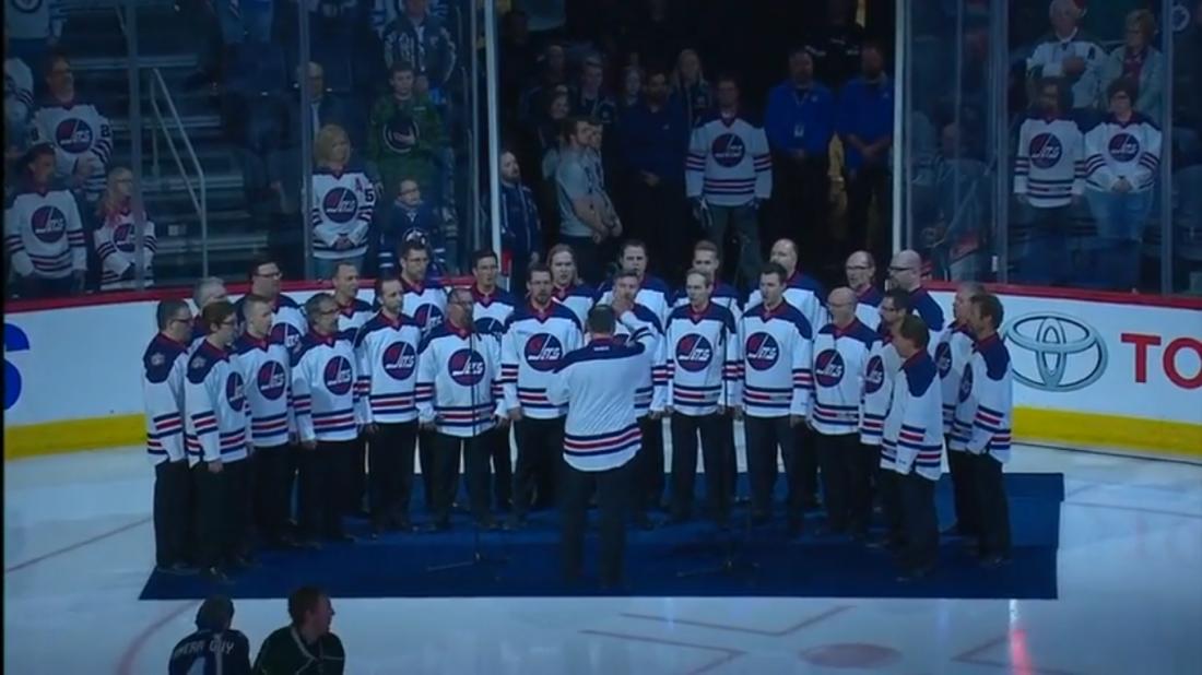 Украинский хор выступил перед матчем НХЛ