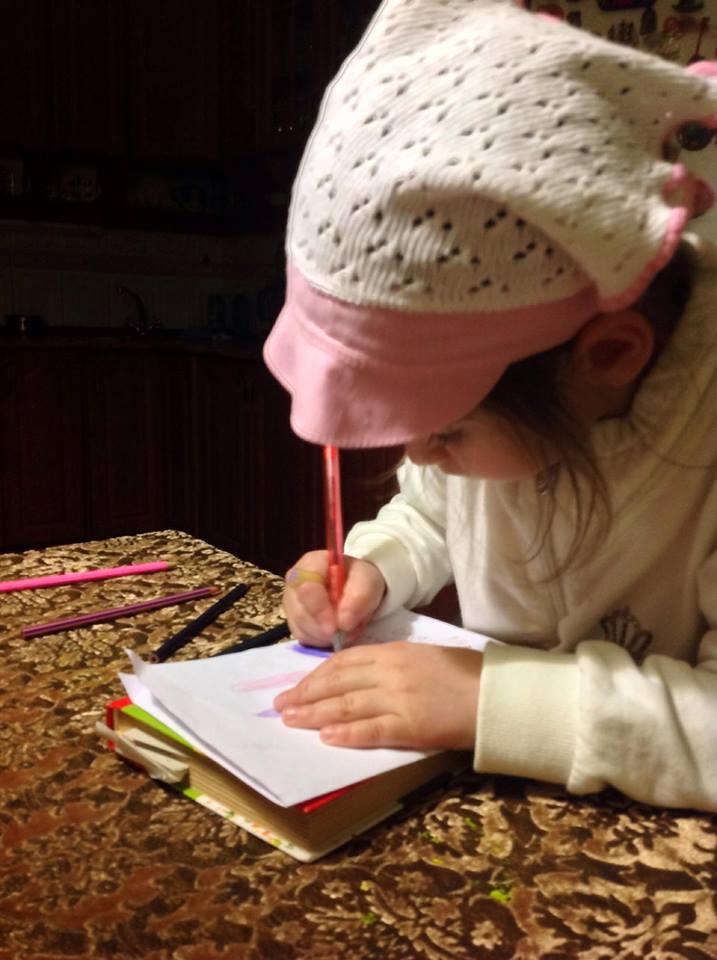 Василиса пишет письмо папе