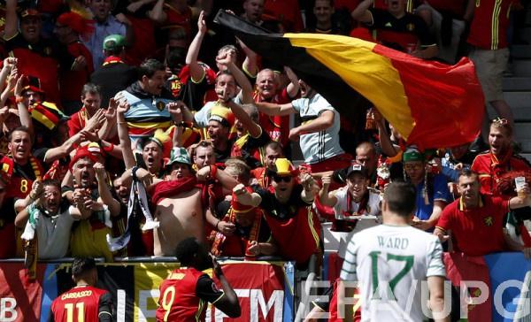 Болельщики сборной Бельгии на матче против Ирландии