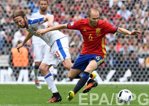 Иньеста – лучший игрок матча Испания – Чехия