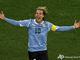 Диего Форлан забивает свой четвертый гол на ЧМ-2010