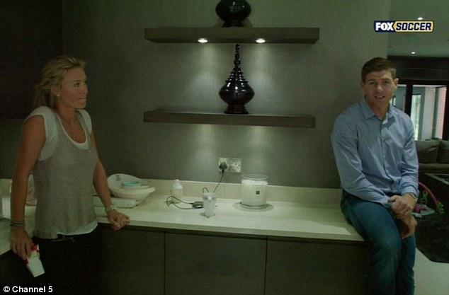 Семейная жизнь: Стивен и Алекс отдыхают дома