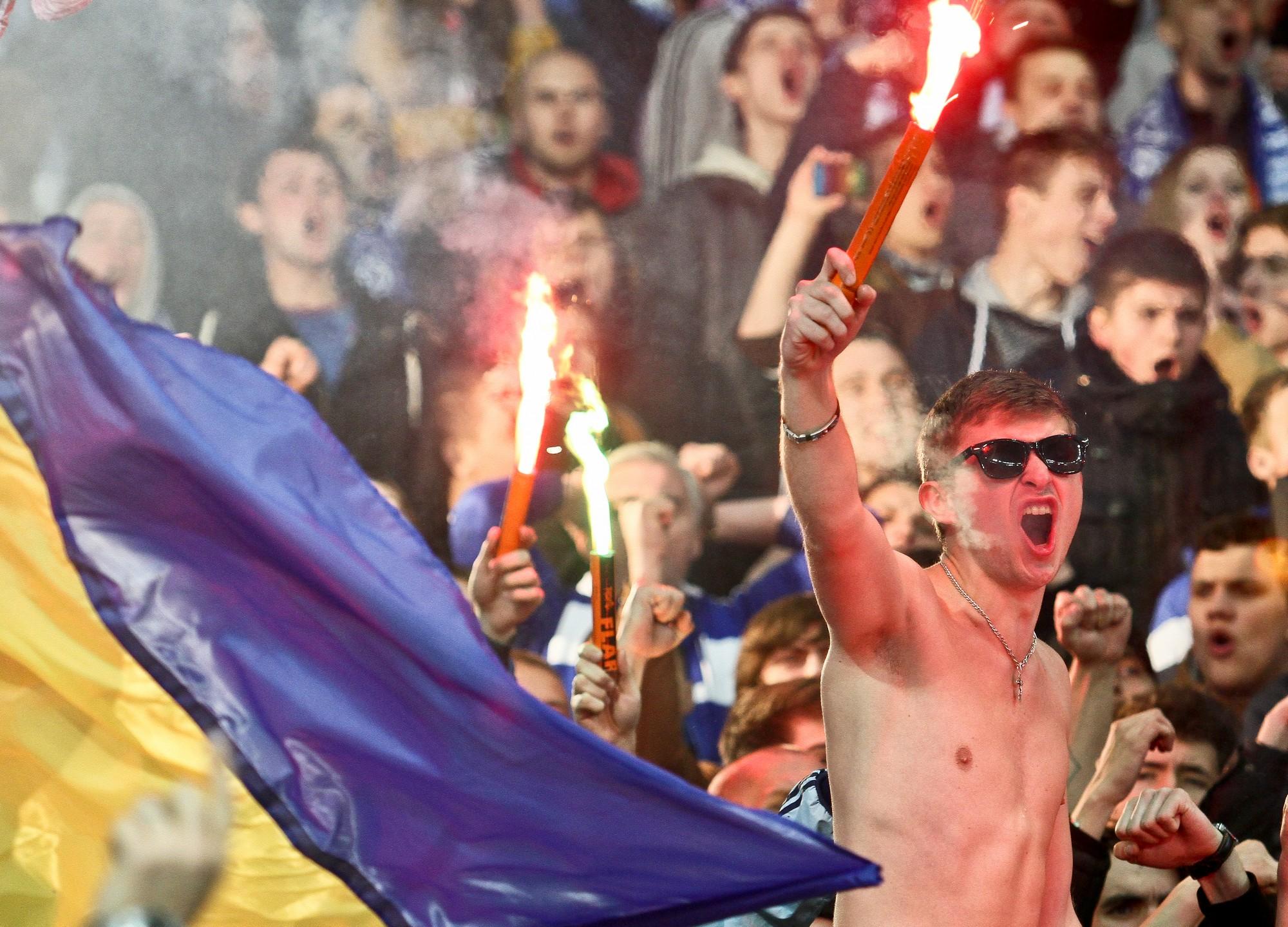 Украинские ультрас устроили расистскую акцию перед инспектором УЕФА