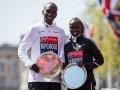 Кениец Кипчоге выиграл Лондонский марафон