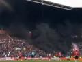 Фанаты ПСВ остановили матч с Аяксом дымовой шашкой