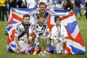 Покоривший Америку британец Дэвид Бекхэм и его сыновья Бруклин, Ромео и Круз с MLS Cup
