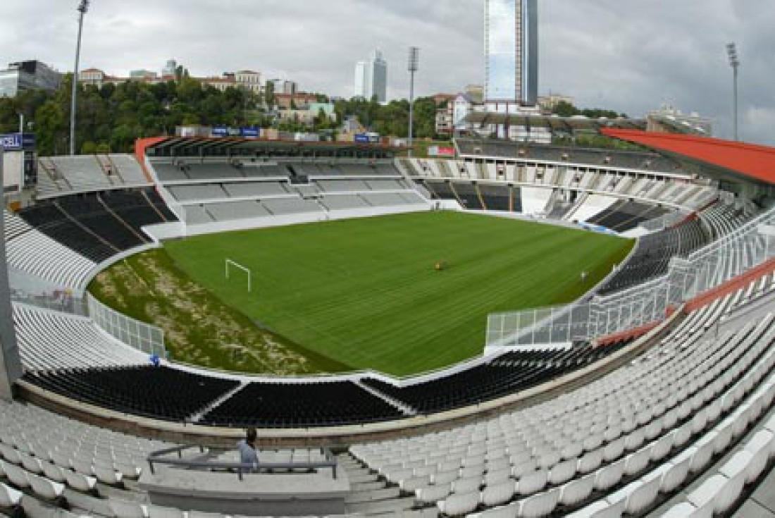 Стадион Иненю - домашняя арена Бешикташа