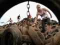 Спортивные кадры недели: Девушки на шинах, кровь и крокодил (ФОТО)
