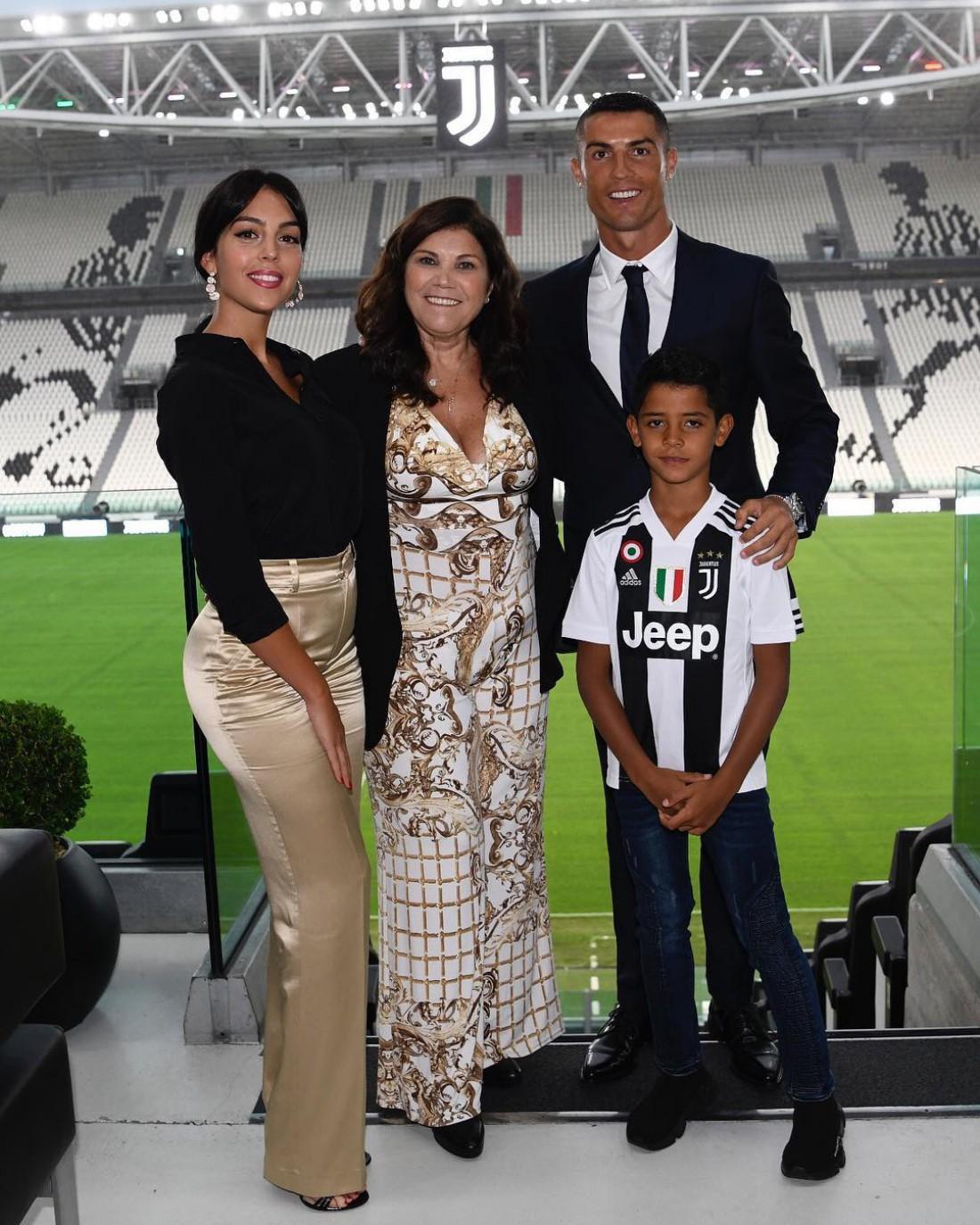 Криштиану Роналду с семьей на Альянц Стадиум