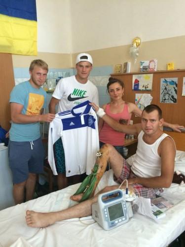 Роман Безус и Андрей Ярмоленко посетили военный госпиталь