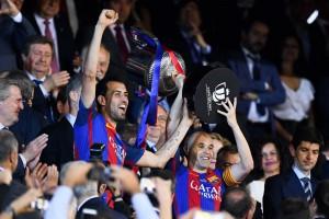 Иньеста: Отпустить Бускетса будет большой ошибкой Барселоны