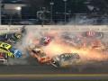 Крупная авария произошла во время гонки NASCAR в США