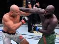 Дос Сантос - Розенструйк: видео боя на турнире UFC 252