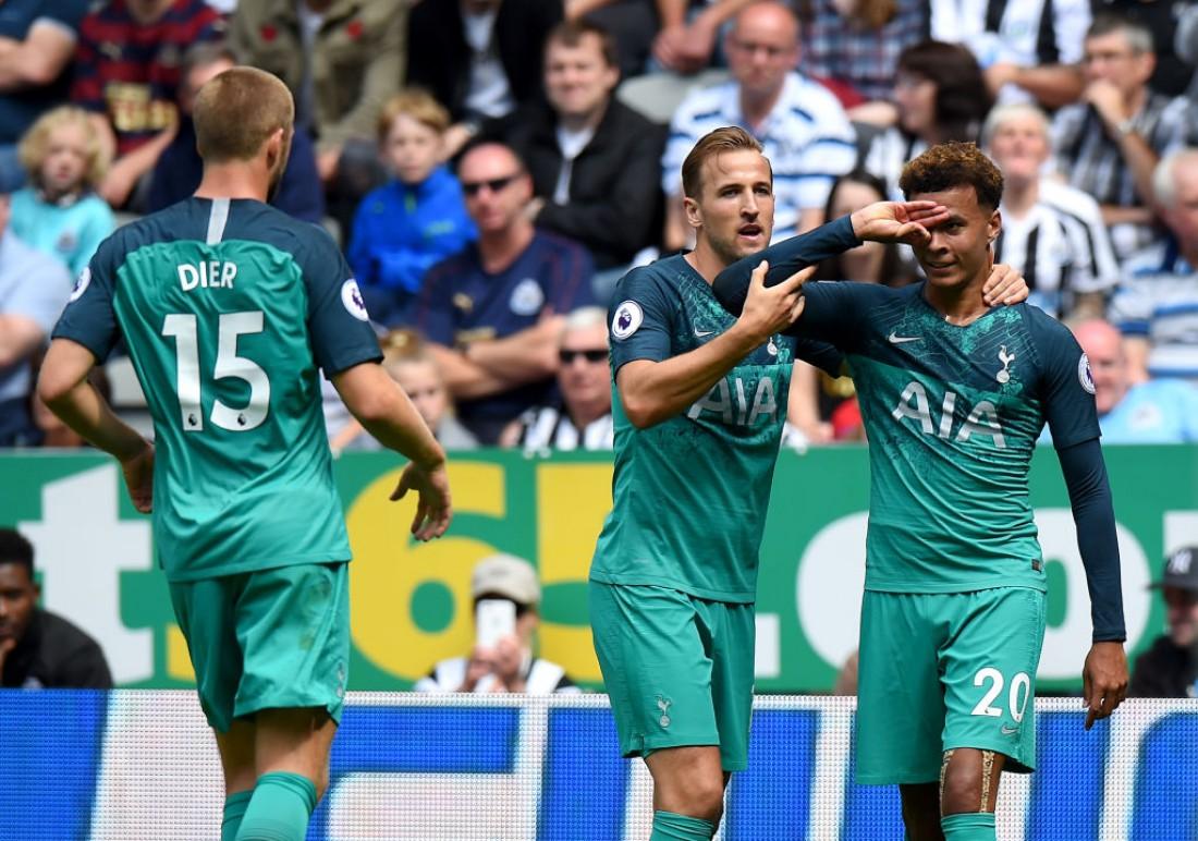 Деле Алли празднует гол в ворота соперников