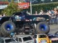 В интернете появилось видео с места, куда в толпу въехал огромный грузовик