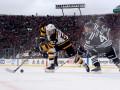 НХЛ: Чикаго проиграл Бостону под открытым небом