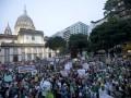 Больше миллиона бразильцев протестуют против чемпионата мира (ФОТО, ВИДЕО)