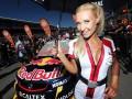 Фотогалерея: Спортивные кадры недели: Вдохновительницы гонщиков и необычный гольф