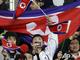 Болельщики из КНДР разрушают мифы о своей стране дружелюбным поведением и наличием фототехники