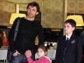 Владислав Ващук с детьми побывал на премьере фильма (ФОТО)