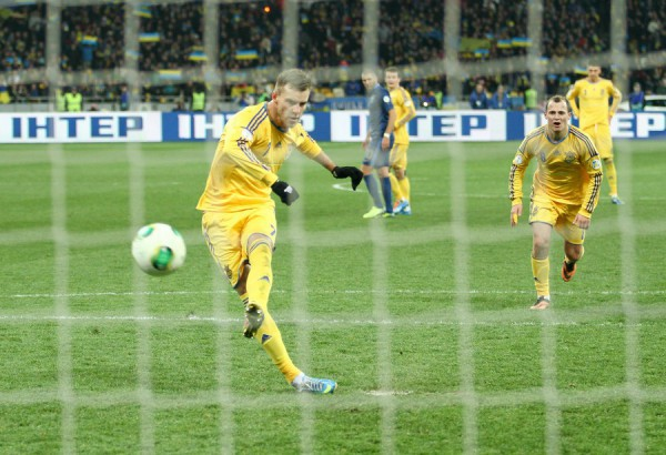 Ярмоленко уверенно реализовал пенальти и довел счет до комфортных 2:0
