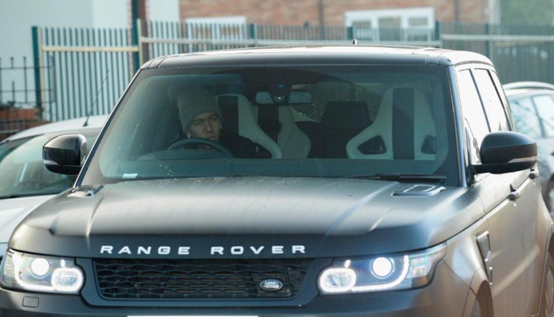 Роберто Фирмино в Range Rover.