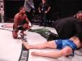 Дебютант UFC коленом отправил соперника в брутальный нокаут