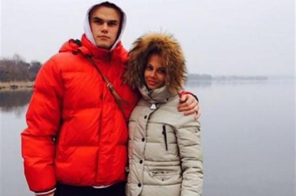 Максим Коваль с девушкой Кариной