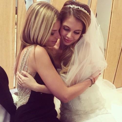 Карина в свадебном платье