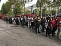 Фанаты ПСЖ огромной толпой разбирают футболки Неймара