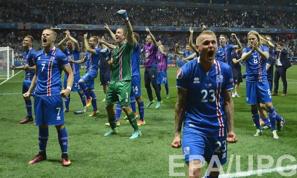 Сборная Исландии после победы над Англией