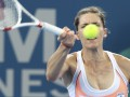 Напряженные лица. Забавные фото теннисисток на турнире в Брисбене (ФОТО)