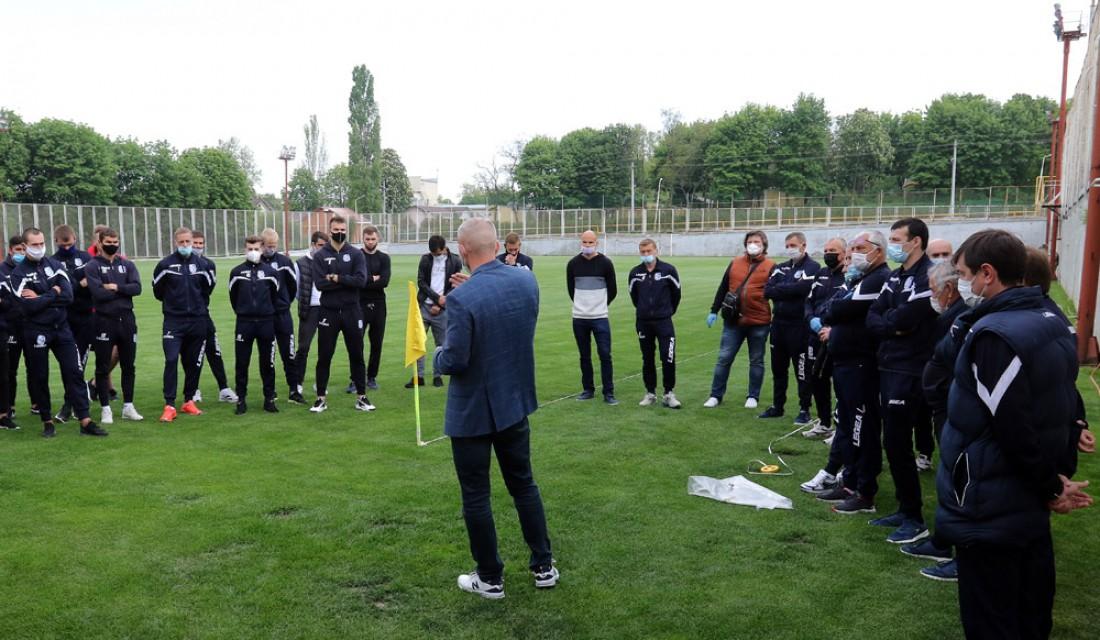 Анатолий Мисюра пообщался с футболистами и тренерами