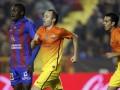 Барселона с трудом побеждает Леванте