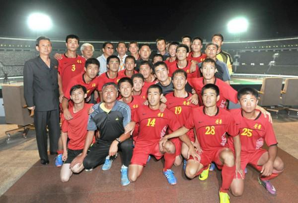 Ким Чен Ын сфотографировался с победителями