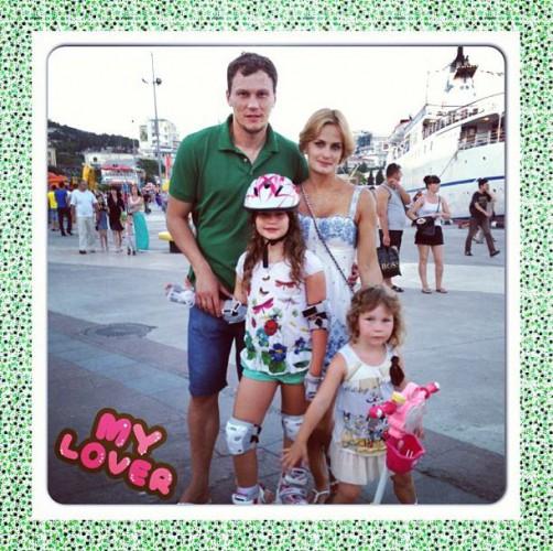 Страж ворот Шахтера с семьей в Ялте